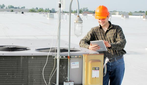 HVAC tech using mobile technology.